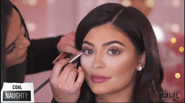 Kylie Jenner's eyelashes Inspired Makeup