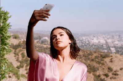 Selena Gomez naturel makeup looks